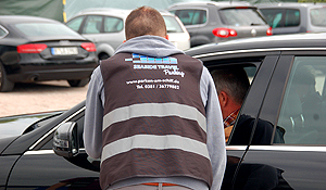 Fahrzeugannahme auf unserem Parkgelände in Warnemünde