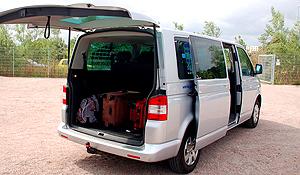 Einer unserer Shuttle-Busse zur Personen- und Gepäckbeförderung vom Parkplatz zu Kreuzfahrtterminal